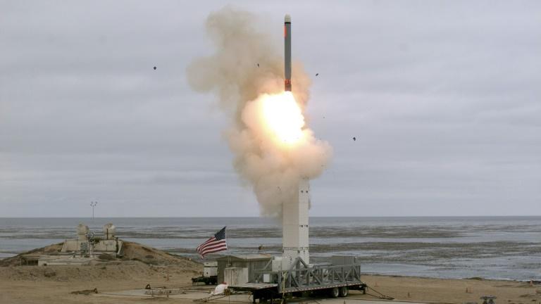 MONDE: Essai d'un missile américain