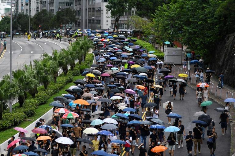 HONG-KONG: Twitter et Facebook accusent Pékin