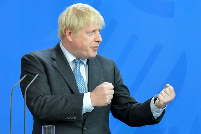 FRANCE: Boris Johnson reçu par Macron