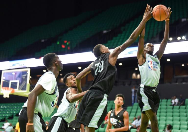 SENEGAL: Des jeunes basketteurs africains se forment à l'école de la NBA